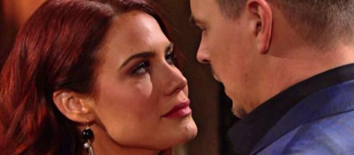 Beautiful, Sally crede che Wyatt stia con lei solo per compassione.