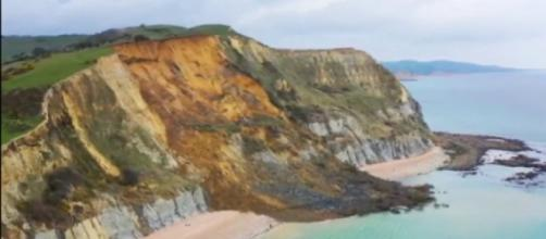 Biggest rock fall in 60 years on the Jurassic Coast (Image source: Dhisana/YouTube)