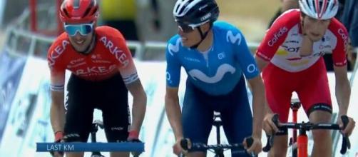 Enric Mas con Gesbert e Lafay nel finale della tappa.