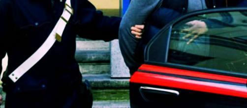 Il 44enne è stato arrestato dai carabinieri.