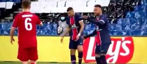 Neymar et Mbappé se moquent de Kimmich (capture image RMC Sport pendant PSG-Bayern)
