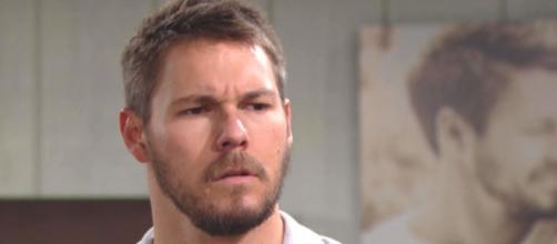 Beautiful: Liam perde il controllo della macchina e investe Vinny.