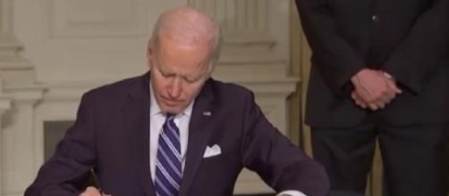 Biden signs executive orders to tackle climate change (Image source: Arirang News/YouTube)