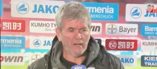 Les propos racistes du coach de Cologne - Photo capture d'écran Twitter vidéo