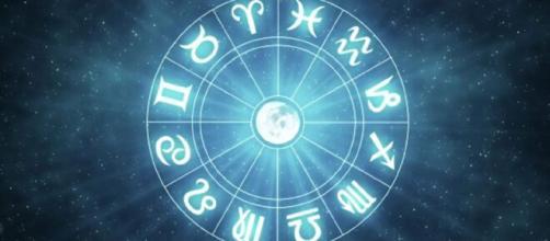 Oroscopo e previsioni della giornata di venerdì 23 aprile 2021.
