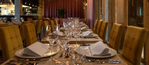 Sardegna, pranzo in hotel nonostante le restrizioni: tra i presenti esponenti politici, direttori della Regione e manager di aziende sanitarie.
