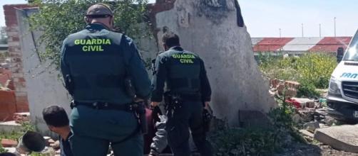 La Guardia Civil detiene a los presuntos ladrones (GUARDIA CIVIL)