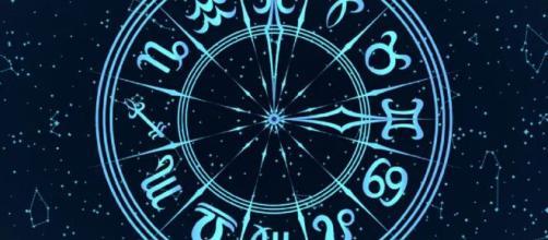 L'oroscopo di sabato 24 aprile: Toro da togliere il fiato, Leone egocentrico.