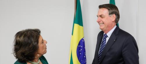 Leda Nagle, jornalista apoiadora de Bolsonaro, divulga fake news (Isac Nóbrega/PR)