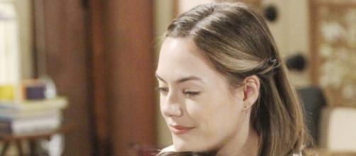 Beautiful, spoiler all'1 maggio: Thomas bacia Zoe allo scopo di turbare Douglas e riavvicinare Hope.