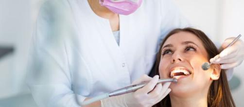 Como a alimentação pode ajudar na boa saúde bucal. (Arquivo Blasting News)