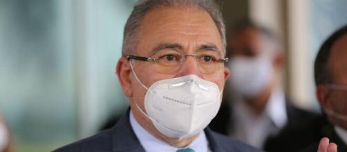 Ministro Marcelo Queiroga conversou com a imprensa neste feriado (Agência Brasil)