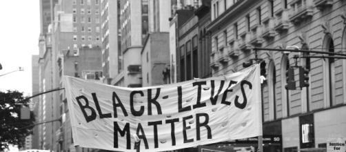 Ohio, ragazza afroamericana di 16 anni uccisa dalla polizia.