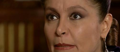 Bernarda quer ajuda de João Paulo em um assassinato (Reprodução/Televisa)