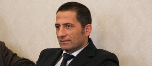 Secondo Gianluca Vacca una sanatoria non può essere risolutiva.