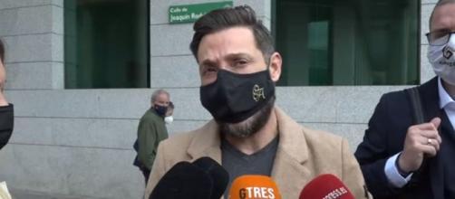 Antonio David saliendo del juzgado por el documental de Rocío Carrasco - (Captura pantalla Telecinco)
