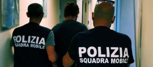 Gli arresti sono stati effettuati dagli uomini della Squadra mobile.