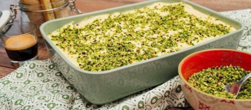 Tiramisù al pistacchio, una versione irresistibile e golosa.