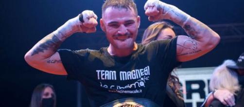 Michael Magnesi si è confermato campione del mondo Ibo dei superpiuma.