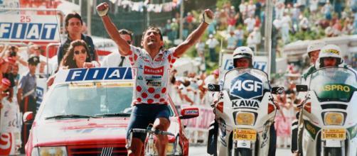 Claudio Chiappucci in una delle sue più celebri vittorie al Tour de France.