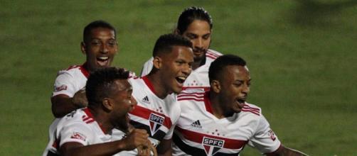 Comemoração do gol de Rodrigo Freitas, batendo pênalti (Rubens Chiri/saopaulofc.net)