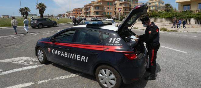 Cosenza: carabinieri multano poliziotti per assembramento in un bar
