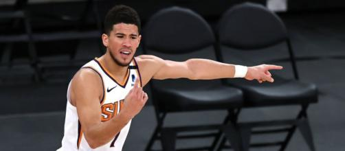 Devin Booker, porta alla vittoria Phoenix Suns al Madison Square Garden.