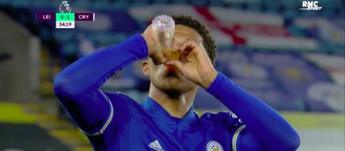 Wesley Fofana boit pendant la rencontre de Leicester - Photo capture d'écran vidéo