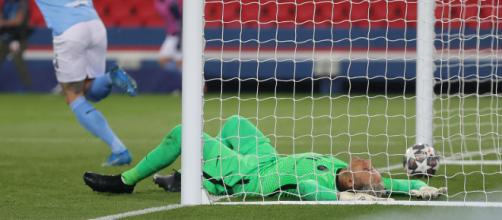 El error de Navas le abrió la puerta a la remontada al Manchester City. Foto: @ChampionsLeague)