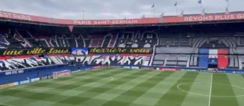 PSG - Manchester City : Le magnifique tifo au Parc des Princes (Credit : Twitter officiel PSG)