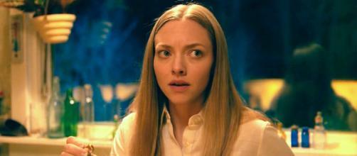 Amanda Seyfried em cena de 'Vozes e Vultos' da Netflix. (Arquivo Blasting News)