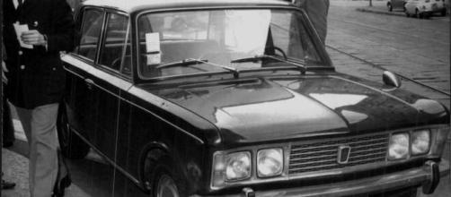 Il 17 maggio 1972 a Milano viene ucciso dai terroristi il commissario di polizia Luigi Calabresi.