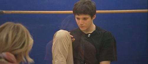 Samuele in crisi per la sua fidanzata.