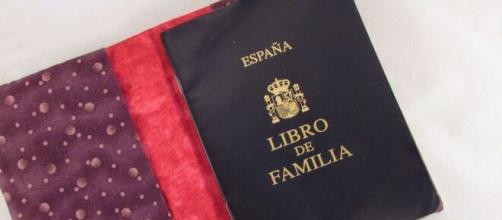 Una fotografía de un Libro de Familia actual. (Foto: Pinterest.es)