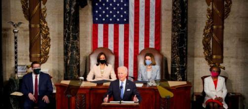 Usa, Biden al Congresso chiede riforme sulle armi e sulla polizia.