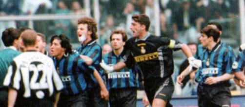 Nella foto Juventus-Inter del 1998.