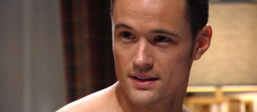 Beautiful, trame Usa: Thomas fugge da Los Angeles dopo le nozze fallite con Zoe.