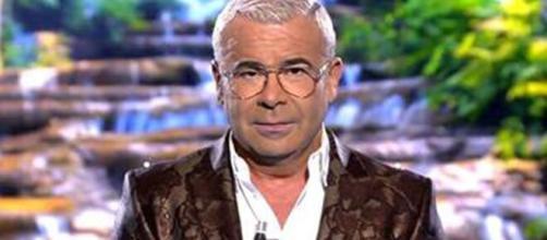 Jorge Javier Vázquez acepta el desafío de Lara Álvarez. (Telecinco)