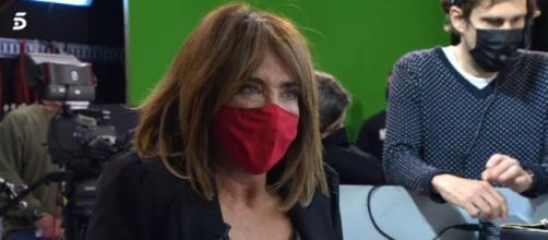 La periodista se encontraba muy afectada al darse cuenta que las acusaciones eran reales. (Fuente: captura de pantalla de Telecinco)