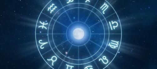 Previsioni oroscopo per la giornata di venerdì 9 aprile 2021.