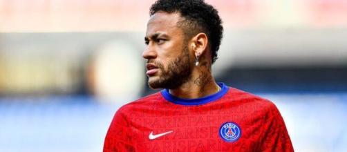Après son carton rouge reçu face à Lille, Neymar gagne 1749 € au poker (Credit Twitter : RMC Sport)