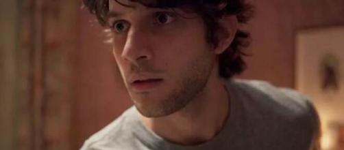 Danilo faz descoberta importante em 'Amor de Mãe' (Reprodução/TV Globo)
