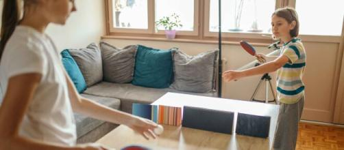 Giocare a ping-pong in famiglia: adatto a tutti e dai mille benefici.