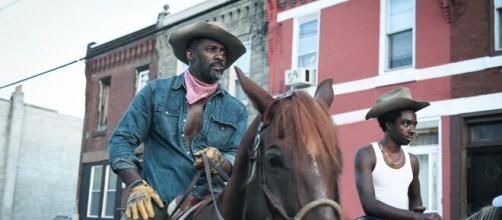 Idris Elba é um caubói que redescobre a paternidade no trailer de ... - com.br