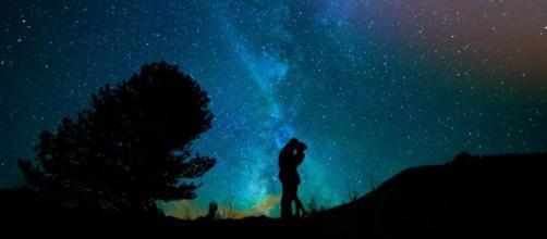 L'oroscopo del giorno 10 aprile: weekend da '5 stelle' per l'Acquario (2ª metà).