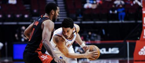 Essa foi a quinta derrota consecutiva do Houston Rockets (Reprodução/Twitter/@Suns)