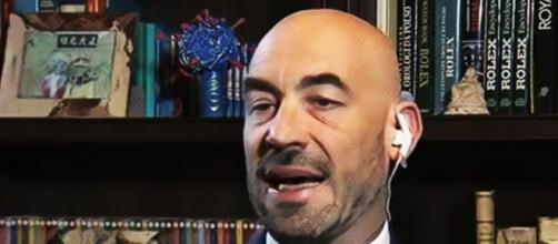 Matteo Bassetti invoca una legge contro i no-vax.