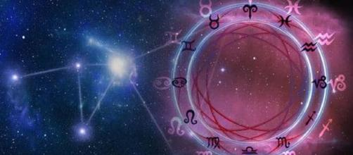 Previsioni oroscopo per la giornata di lunedì 12 aprile 2021.