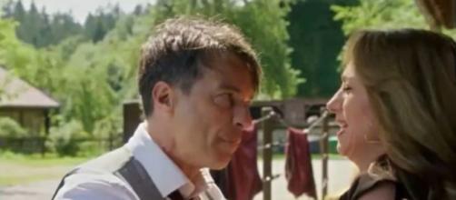 Tempesta d'amore, trame tedesche: Robert, dopo l'infarto di Werner, aggredisce Ariane.