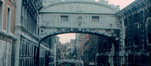 Venice Bridge of Sighs (Image source: Roger W./Flickr)